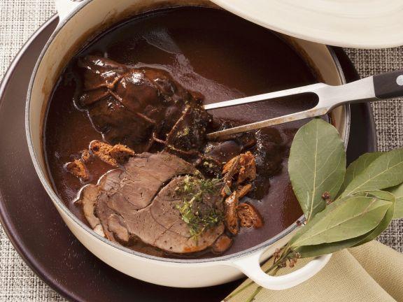 Wildschwein in Lebkuchen-Rotweinsoße ist ein Rezept mit frischen Zutaten aus der Kategorie Wildschwein. Probieren Sie dieses und weitere Rezepte von EAT SMARTER!