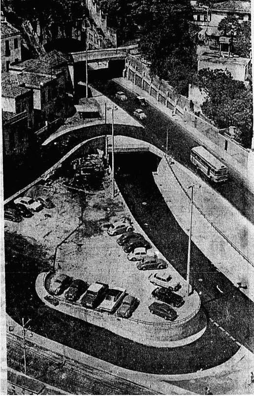 Túnel Velho após duplicação. Notem para o sistema recém duplicado do túnel velho operando de forma inversa ao de hoje e ao que foi planejado de inicial, operação precária esta que durou pelo menos 3 anos.Foto é dos anos 70.