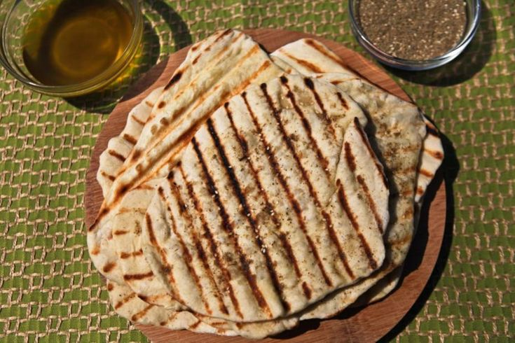 Pão chato libanês grelhado