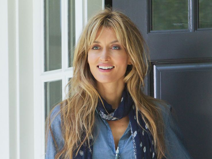introducing you to my current TV style crush, the wonderful Natascha McElhone who plays Hank Moody's soulmate and baby mamma Karen in Californication.