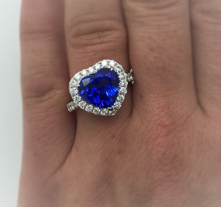Exceptional 4.56 Ct Heart Shaped Tanzanite & Diamond Ring ( close up )