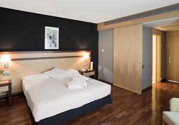 Nuestras habitaciones son espaciosas y accesibles para personas con movilidad reducida.  http://www.ilunioncaletapark.com/