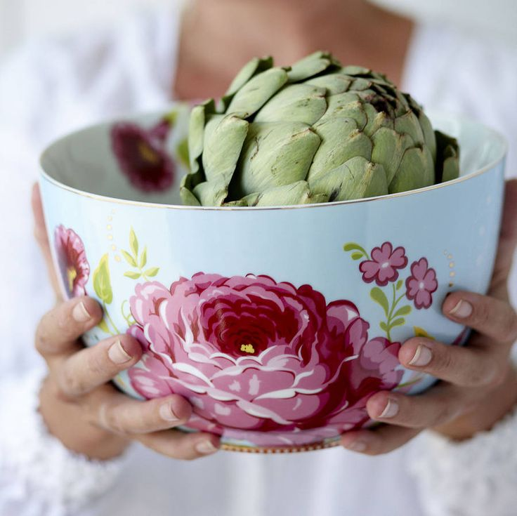 PiP Studio - 'Floral' Collection -- Available in Pretty Pink, Pale Blue / and Classic Khaki. Not recommend for microwave or dishwashers use.This lovely PiP Studio large bowl was designes to encourage you to bring the family together and create a special occasion or just celebrate life! So create an atmosphere where you can share your love, passion and laughter with your dear ones, with this special porcelain bowl. Pretty, vintage inspired Bowl with a floral design and gold guilded detailing…