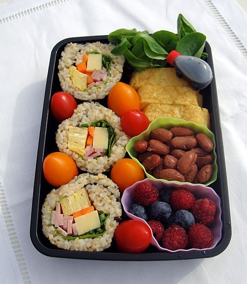 A sushi roll bento + how to make sushi roll without a sushi mat! Wanna make this for the bf :D