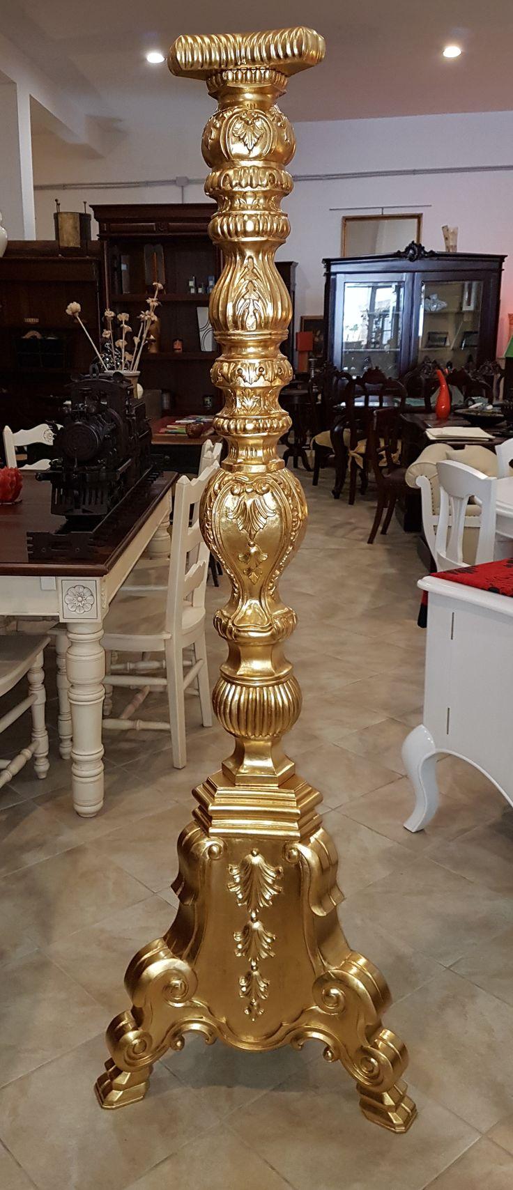 Riproduzione di candelieri antichi - legno massello - intagliati a mano, con applicazione di foglia oro