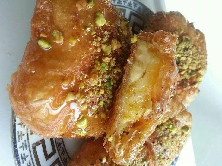 Heerlijke broodjes met La Vache Qui Rit. Koud zijn ze het lekkerst. Ingrediënten: 2pakken La Vache Qui Rit 1 pak …