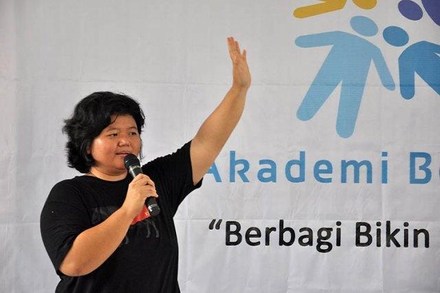 Guru Tita Larasati at Akber Anak Jalanan