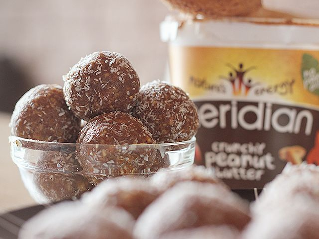 Dainty Dresses: Chocolate peanut butter protein balls