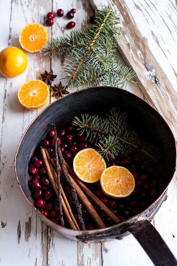 Weihnachtsdekoration - Orangen und Äpfel in Pfanne