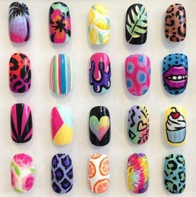 Hier heb je een paar leuke voorbeelden als je je nagels wil lakken. Veel plezier!!!