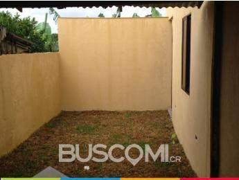 Casa en Los Lagos de Heredia. Precio: 49 mill. colones. Recién remodelada. Piso Porcelanato, recién pintada. 3 dorm., 2 baños, 2 garages y Patio. Llame ahora al 8837-9948 / 8697-1600