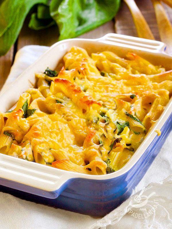 Questa Pasta al forno con mozzarella e spinaci è un piatto davvero prelibato che piace proprio a tutti. E poi è facilissimo da preparare!