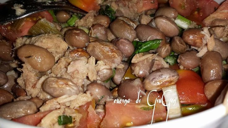Insalata di fagioli borlotti freschi e tonno.  Fresh beans and tuna salad