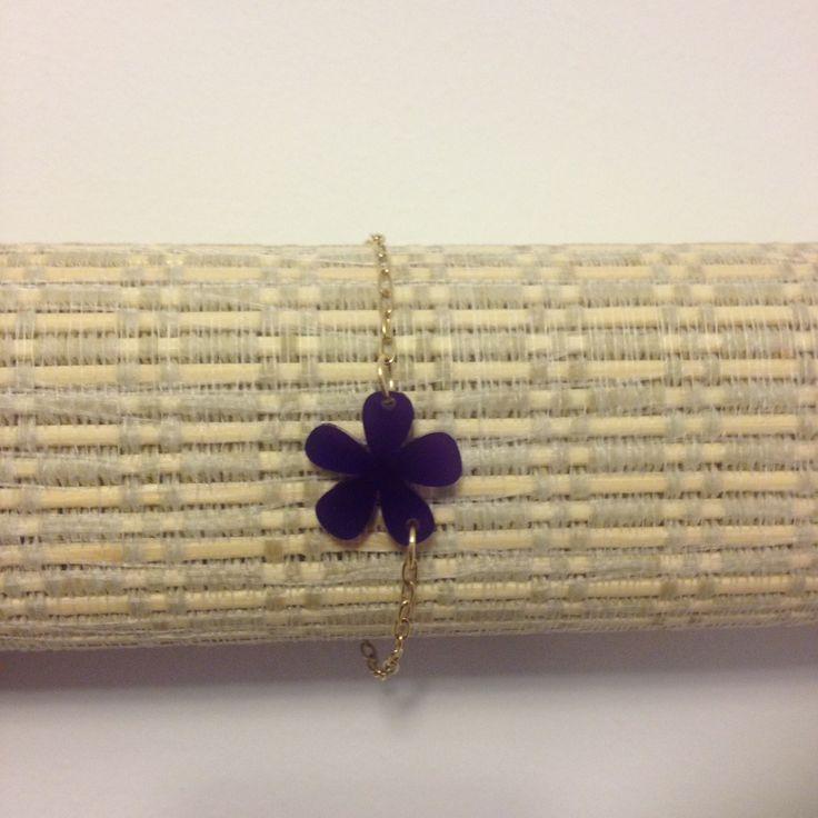 Delicada pulsera de flores