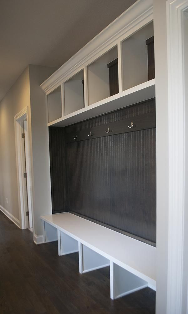 Best 25 built in lockers ideas on pinterest mudroom for Built in lockers