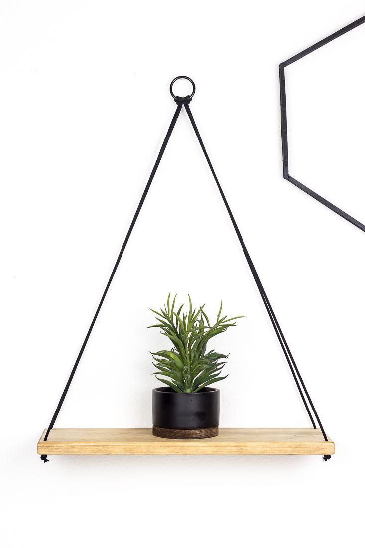 Machen Sie aus Holz ein einfaches hängendes Regal. Diese einfache DIY-Idee sieht gut aus