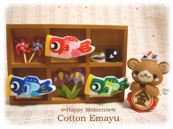 フェルトでくまちゃんの五月飾りを作りました♪仕切りの付いた木製フレームに鯉のぼりや、柏餅などを飾り可愛らしく仕上げました。小物は全て固定しています。◆サイズ◆...|ハンドメイド、手作り、手仕事品の通販・販売・購入ならCreema。