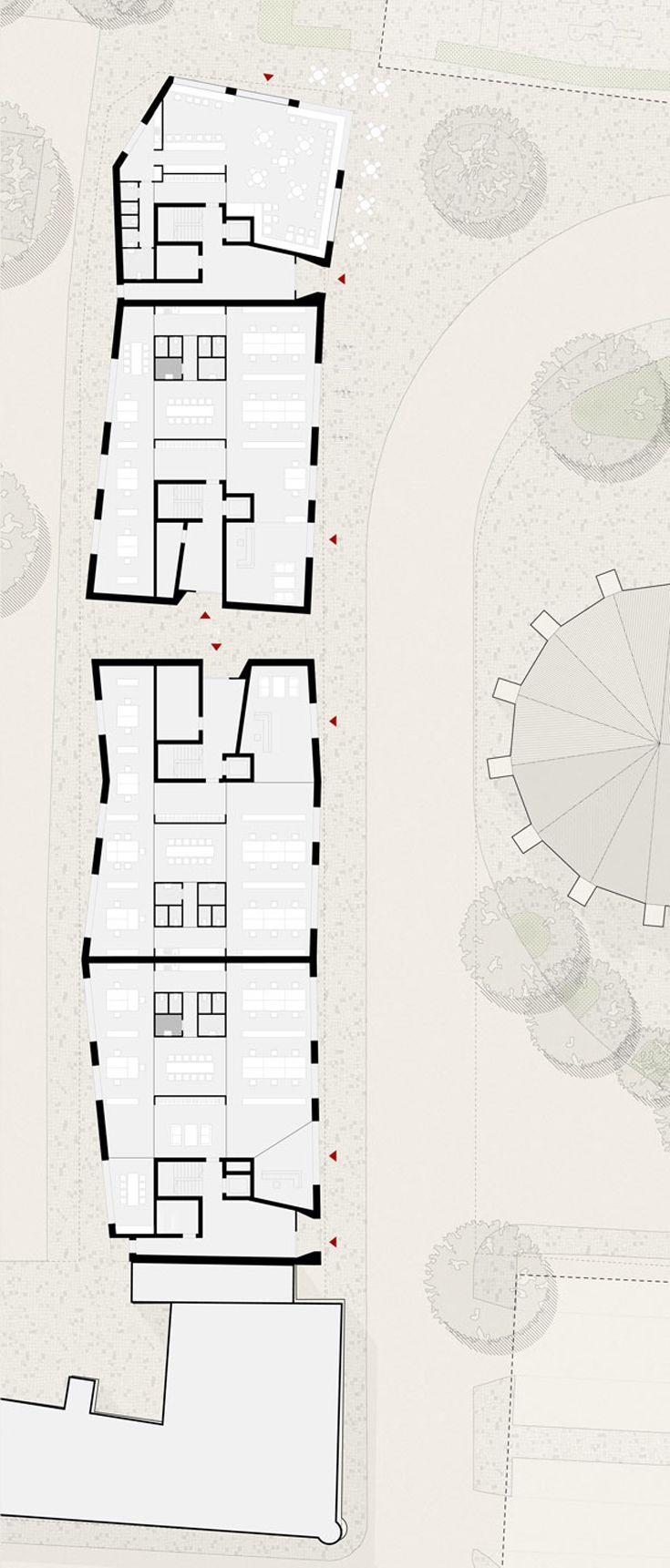 Wohn- und Geschäftsgebäude Frankfurt am Oder  | Michels Architekturbüro  Wettbewerb Große Oderstraße Grundriss Erdgeschoss Gewerbeeinheiten Geneigte Firstlinien, leichte Knicke in der Hausachse und strukturierte Putzoberflächen definieren die einzelnen Gebäudeteile und fügen den Neubau mit seinen modernen Materialien behutsam in den historischen Kontext ein. Dachdeckung mit dunklen Metallschindeln.