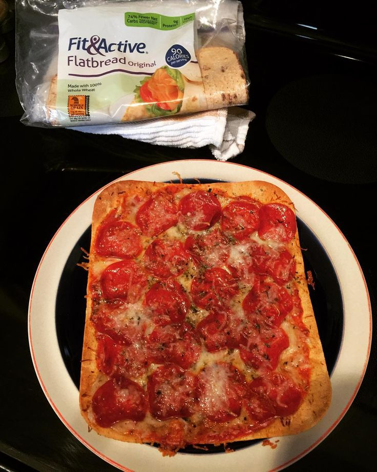 Snack break! Love using these @aldiusa Fit & Active Flatbreads to make pizza. Made with whole wheat & 1/2 carbs and calories of two slices of bread. High in protein (9 grams), 9 gms of fiber taking the total net carbs to 7, 90 calories. Topped off with pasta sauce, turkey pepperoni (another 9 grms of protein) w/ just 4 grams of fat and some reduced fat mozzarella. 271 calories total for this snack. The turkey pepperoni a bit high in sodium but you can sweat that off! #diet #aldi…