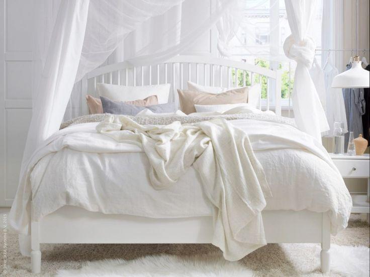 Mjuka former och vackra svarvade detaljer kännetecknar nya sovrums-serien TYSSEDAL. Det klassiska utförandet känns tidlöst och den robusta konstruktionen bidrar till en stark kvalitétskänsla.