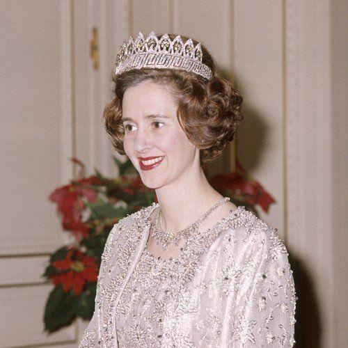 queen-fabiola--h=500.jpg (500×500)