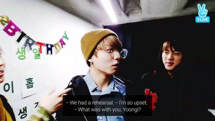 TRADUÇAO=Tivemos um ensaio. Estou tão chateado. O que estava com você, Yoongi?  V Live em comemoração ao aniversario de J-Hope 18/02/2017(lá na coreia,aqui era 17/02 Sabado)
