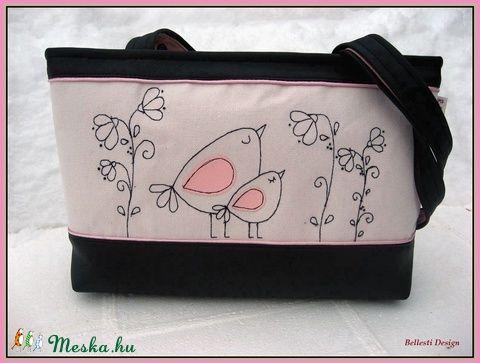 Madárkás női válltáska (BellestiDesign) - Meska.hu   #handmade #női #egyedi #divat #táska #design #bellestidesign #woman #fashion #bag #bags #birds #flowers #black #pink