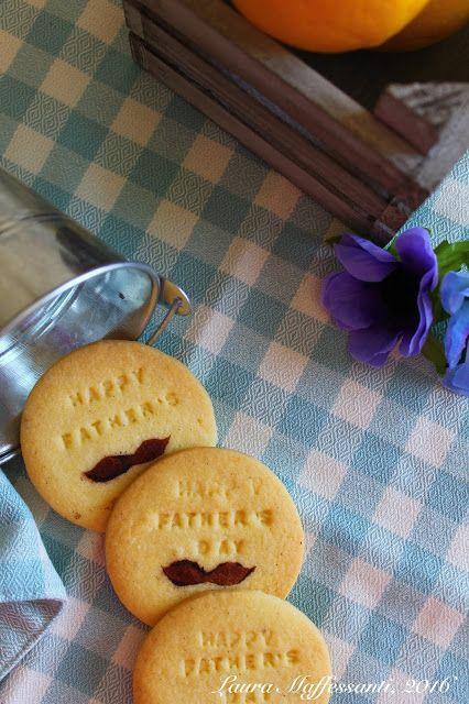 Biscotti frolla coi baffi, ricetta facile