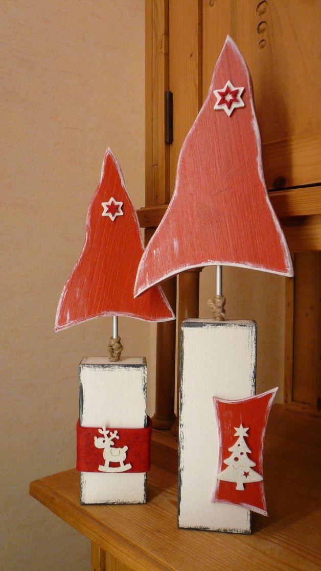 Hallo,  hier biete ich, im *2er Set*, eine von mir entworfene und gefertigte Weihnachtsbaum-Deko in rot - weiß im Shabby-Look auf Pfosten an. Dekoriert habe ich diese Weihnachtsbaumdeko mit...