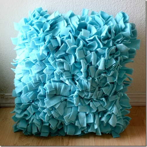fleece shag pillow. I want to make this for Grady's room with scraps of fleece and scraps of jersey.