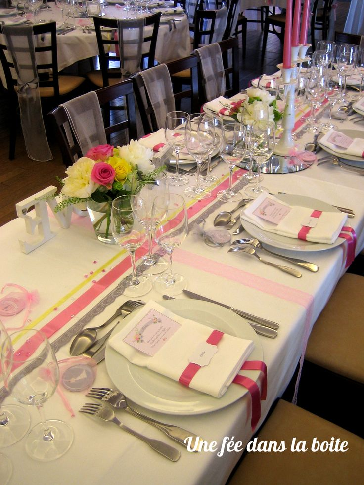 mariage romantique en rose gris et jaune pale gros plan sur la table d - Chemin De Table Color