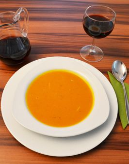 KÜRBISCREMESUPPE SCHNELL & LECKER -  Zutaten für 4 Personen:  ca. 1,2kg Hokkaido-Kürbis,  1 Zwiebel,  2 EL Butter,  1 l Gemüsebrühe,  Salz, Pfeffer, Muskat. Hier geht's zur Zubereitung: http://behr-ag.com/de/unsere-rezepte/rezeptdetail/recipe/kuerbiscremesuppe.html