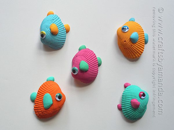 A fun summer craft with all those shells from the beach! Tropical Seashell Fish Craft by Amanda Formaro of Crafts by Amanda