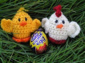 Crochet Creme Egg cover - free pattern