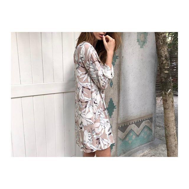 Mood / blackbow dress