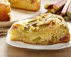 Gâteaux au yaourt à la rhubarbe : http://www.cuisineaz.com/recettes/gateau-au-yaourt-a-la-rhubarbe-49532.aspx