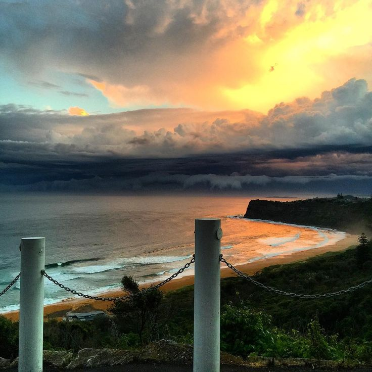 The sky tonight • no filter • MAGIC!!! Happy Friday, lovers! #northernbeaches #sydney #bungan #northern_beaches #bunganbeach❤️❤️❤️
