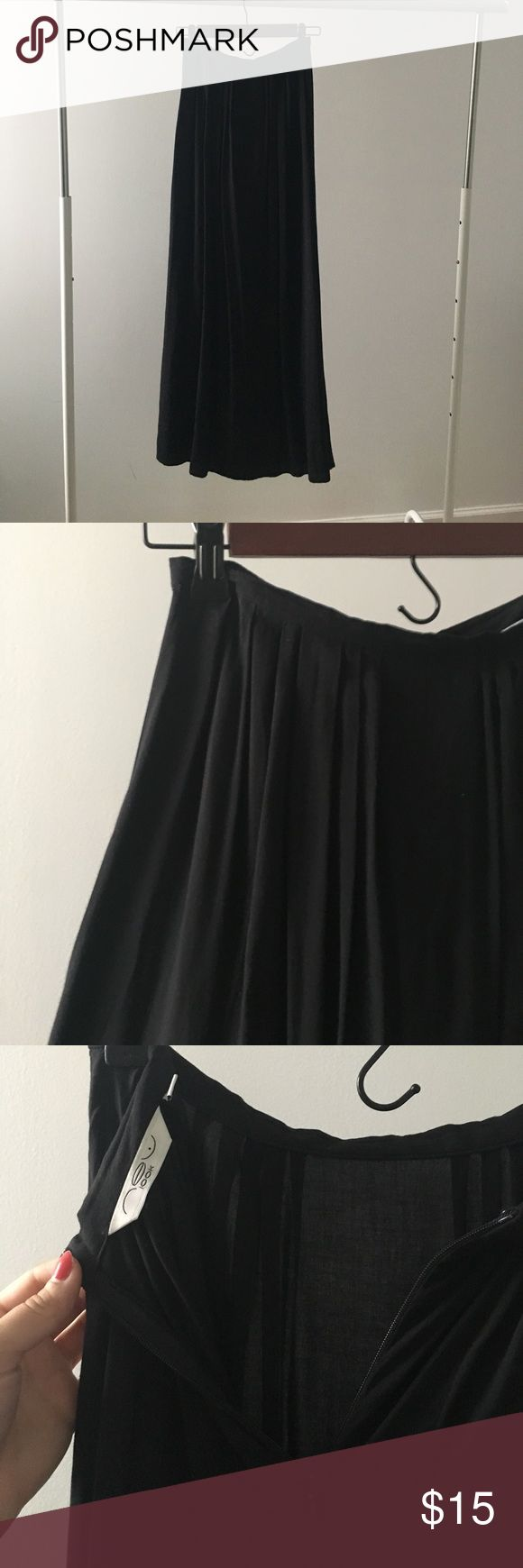 New Look high waisted maxi skirt This is a black New Look high waisted maxi skirt with invisible zipper in back. Length 40in from waist. Note it says it's a size 6 but it fits like a size 2. New Look Skirts Maxi