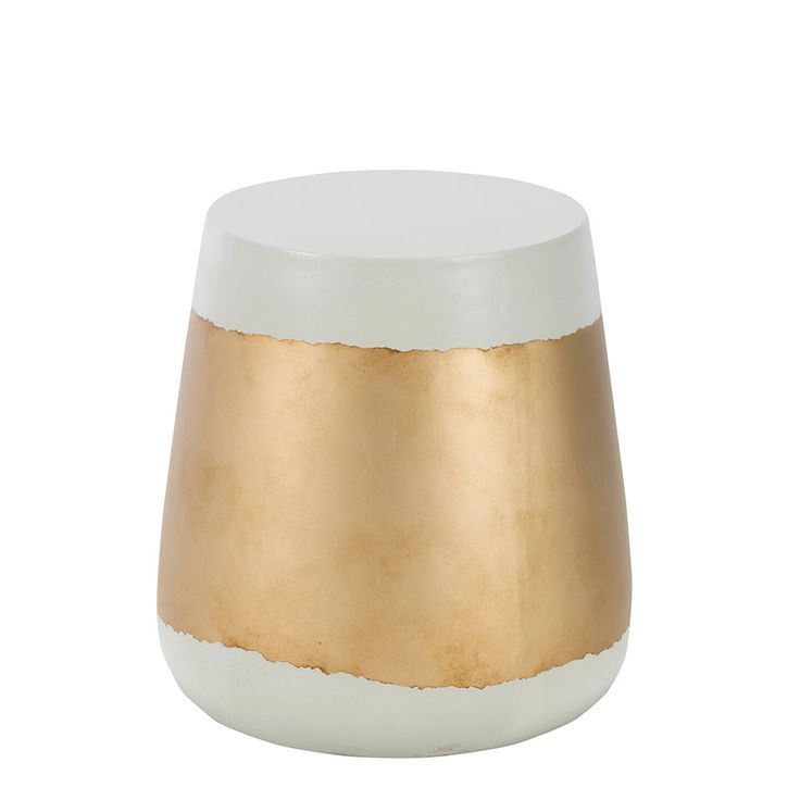Make a statement in your garden or conservatory with the contemporaryRuscha Drum Side Table. Practical and stylish, this handy piece features a strikingnatural and copper finish. Its compact size is ideal for smaller spaces.