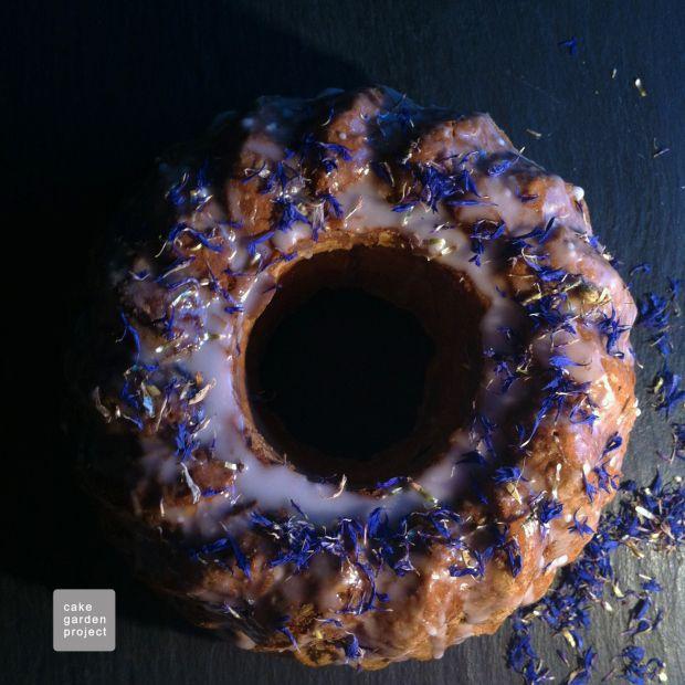 CAKE AL MASCARPONE CON GLASSA AL FIORDALISO