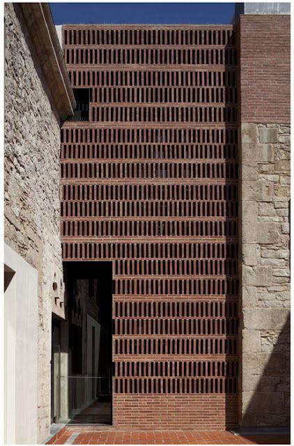 Us recomanem una visita a l'Espai La Seca a Flassaders 40, Barcelona