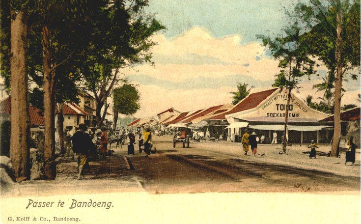 The chinese quarter at Bandoeng/Bandung very nice colourful card.