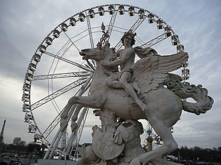 Statue équestre et grande roue (Paris 1er)  http://www.pariscotejardin.fr/2012/12/statue-equestre-et-grande-roue-paris-1er/