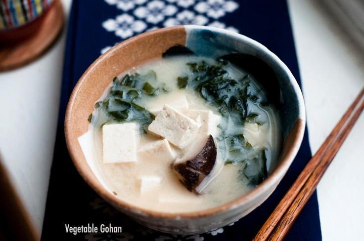 Vegan miso soup with Tofu, Wakame & Shiitake mushrooms! (Boil the ...