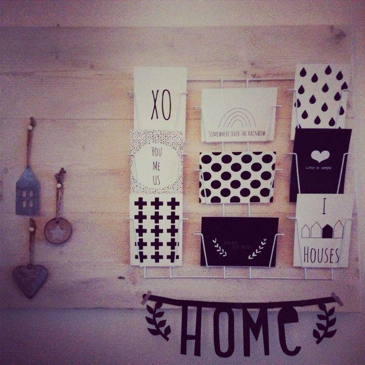 Steigerhoutenbord met kaartenrek van de Hema!! Kaartjes van IWDSEH (inwijkdaarstaateenhuis)