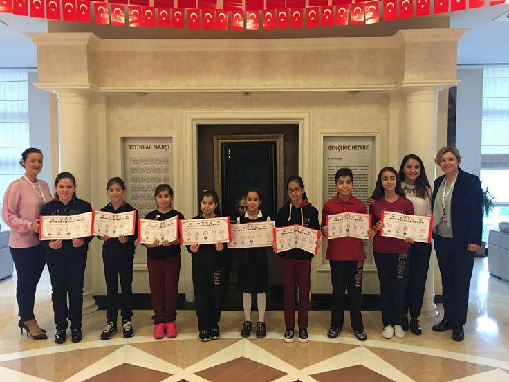 """Çin Çocuk Sanatları Derneği, Çin Ulusal Resim Akademisi Eğitim Merkezi ve Çin Ulusal Sanat Müzesi Koleksiyon Bölümü'nün, """"5. Uluslararası Çocuk Sanatları Haftası"""" etkinlikleri kapsamında gerçekleştirdikleri 'Barışı Koru, Savaşı Durdur' temalı resim yarışması sonuçlandı.  Bilfen Ataşehir, Bahçeşehir ve Çamlıca Kampüslerimizden yarışmaya katılan öğrencilerimiz sertifikalarını geçtiğimiz günlerde aldı."""