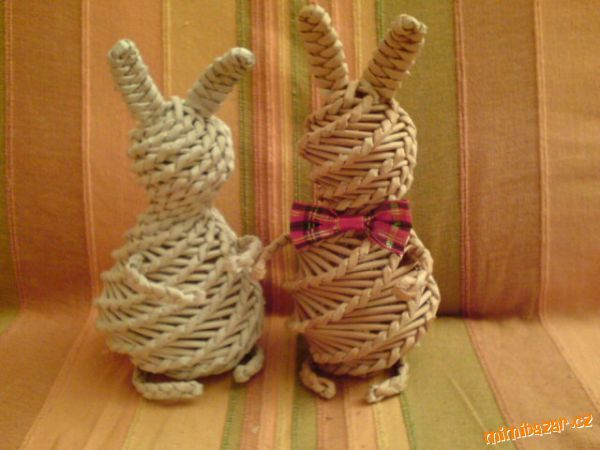 Zajíček pletený z papíru