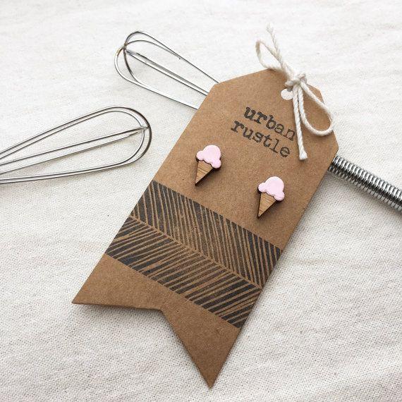 Strawberry Icecream roze houten earring hengsten door urbanrustle