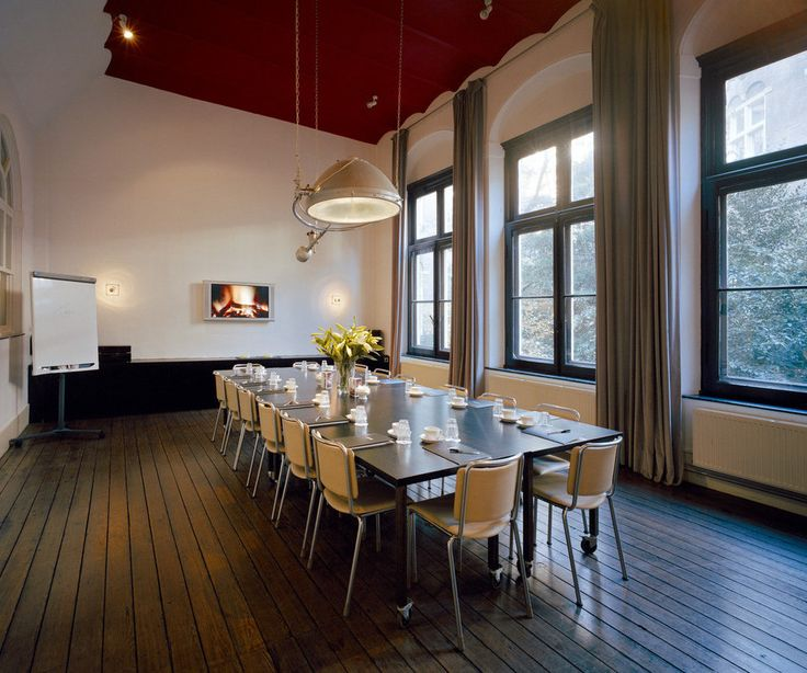 The halls have a capacity varying from 10 to 1000 people, suitable for brainstorm sessions and small meetings but also for weddings, private dinners, workshops, presentations and business parties. #Event #Business #Creative #Amsterdam