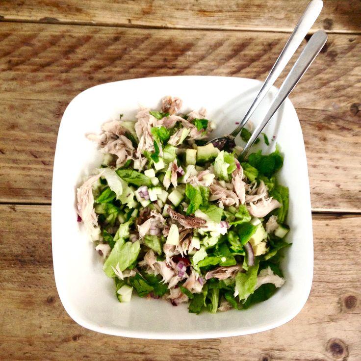 Een heerlijke zomerse salade voor een warme lente dag of bij de barbecue! Deze zomerse salade kan trouwens ook prima in de lente of in het najaar:)